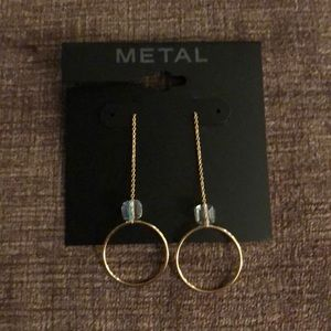 NWT light weight gold toned dangle earrings